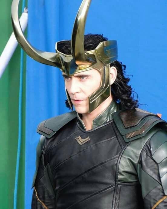 Tom Hiddleston Thor Ragnarok Loki Black Jacket